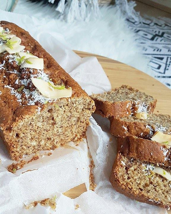 Cake moelleux banane, rhum, coco et citron vert (sans oeufs, sans beurre, sans lait)