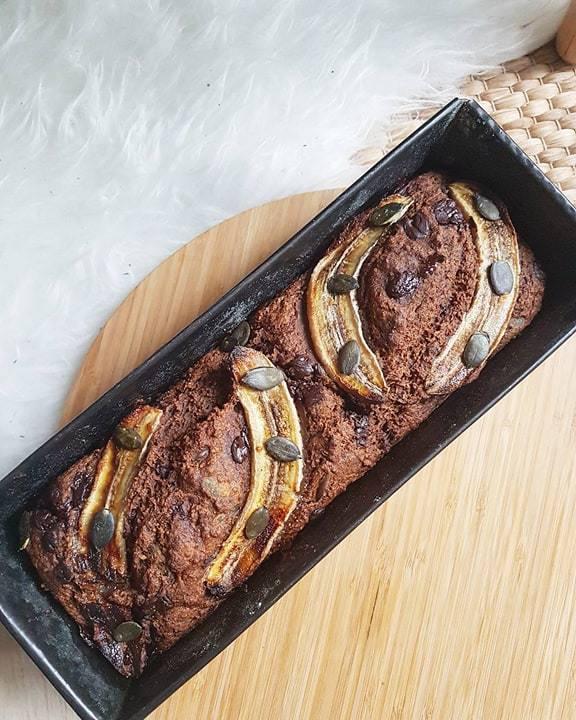 Banana bread aux flocons d'avoine et compote de pommes, graines de courge et touche de chocolat noir (sans oeufs, sans lactose, sans mg ajoutée)