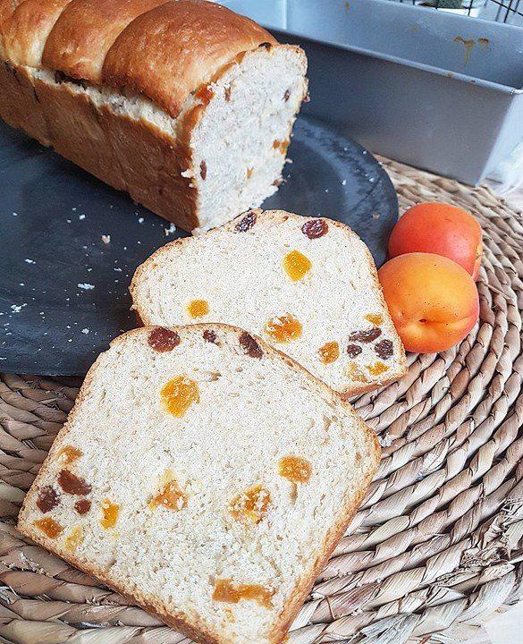 Brioche aux raisins et abricots secs parfumée à la fleur d'oranger et au rhum (healthy et vegan)