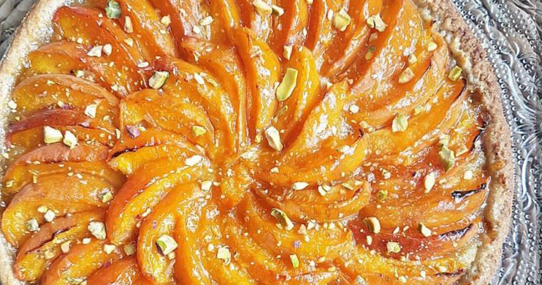Tarte aux abricots, crème d'amande et pistache sans beurre ni matière grasse, pâte sablée amande vanille sans beurre, saine et vegan