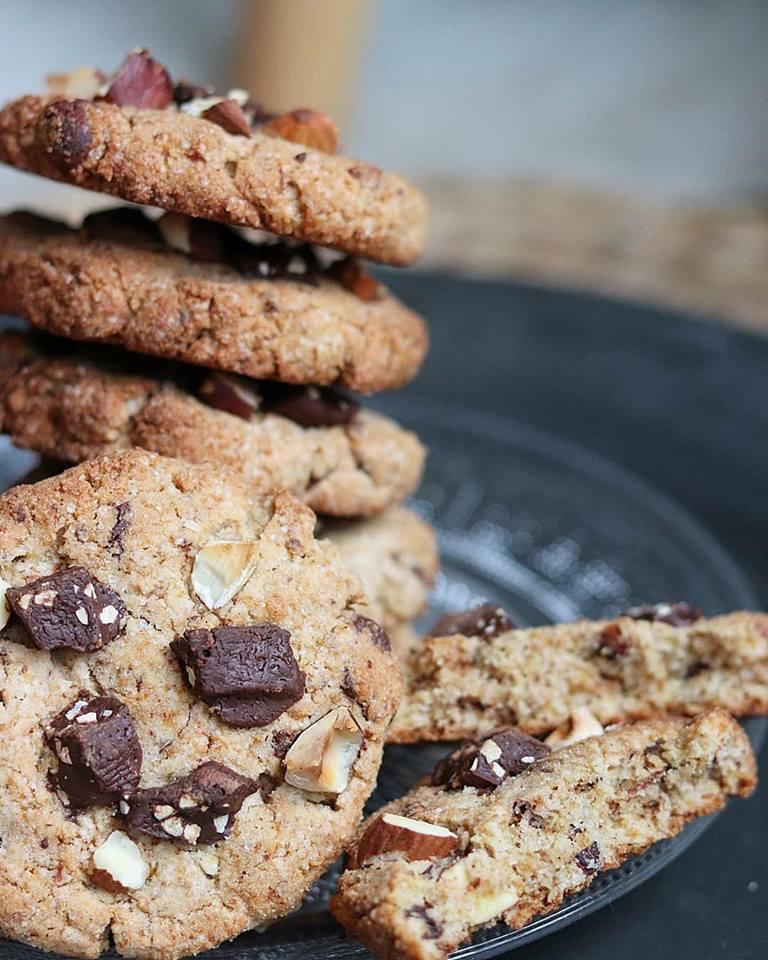Cookies amandes, noisettes et chocolat noir vegan, sans gluten, sans matières grasses