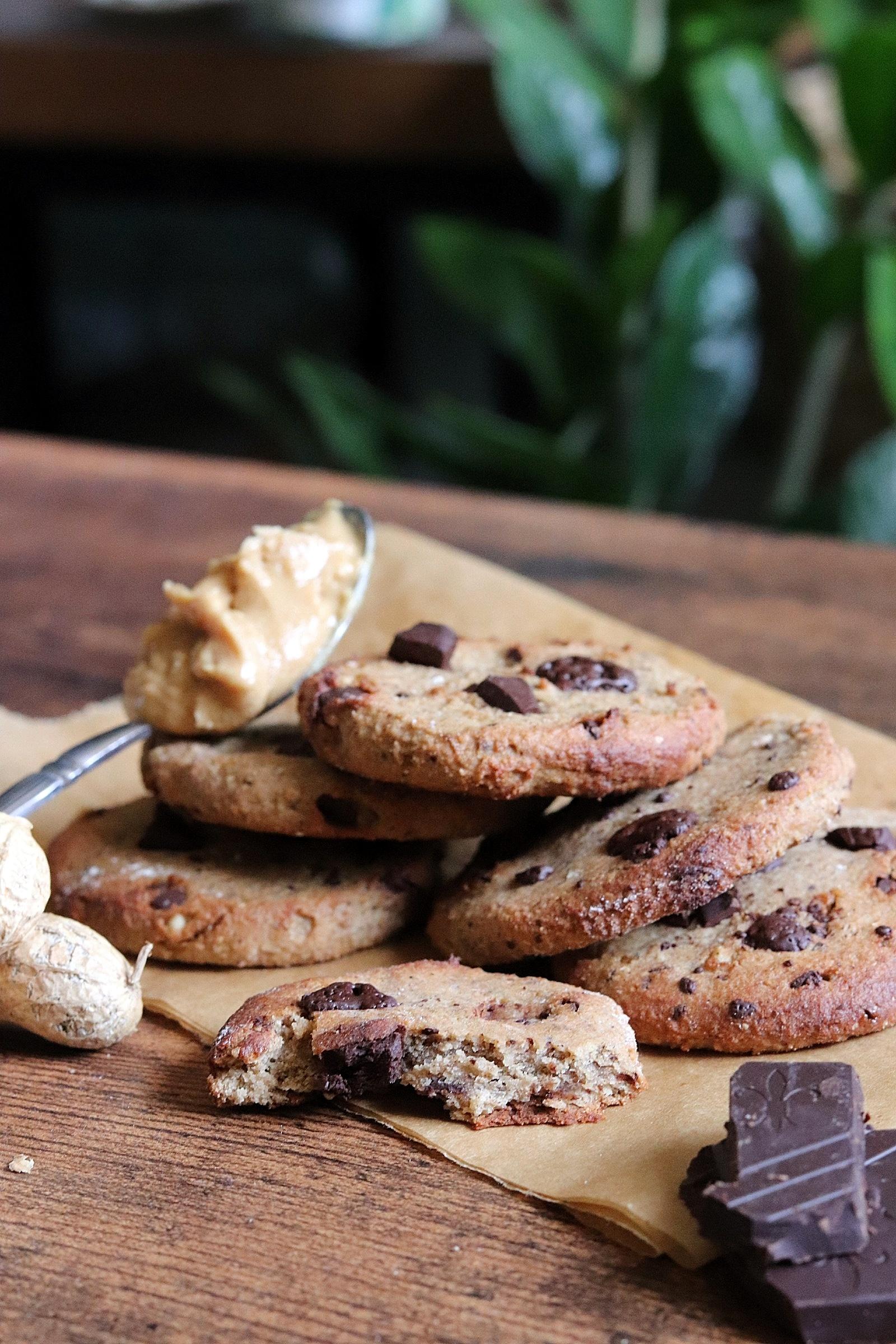 Cookies au beurre de cacahuètes et chocolat noir sans gluten, vegan, sans MG ajoutées
