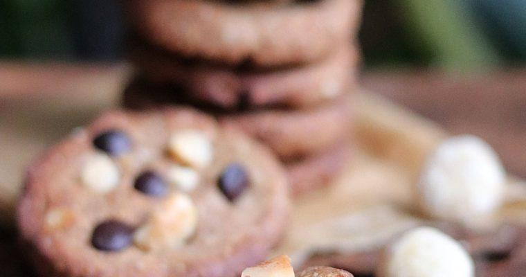 Cookies chocolat noir et noix de macadamia au sel de Guérande, sarrasin et sucre de coco, sans gluten, vegan, à IG bas