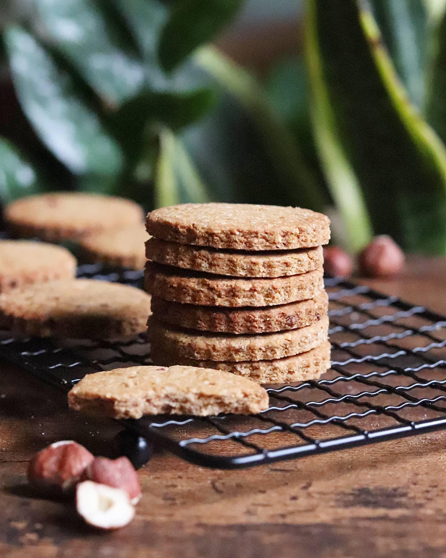 Biscuits vegan noisette, avoine et peanut butter (option sans gluten), sans MG ajoutées