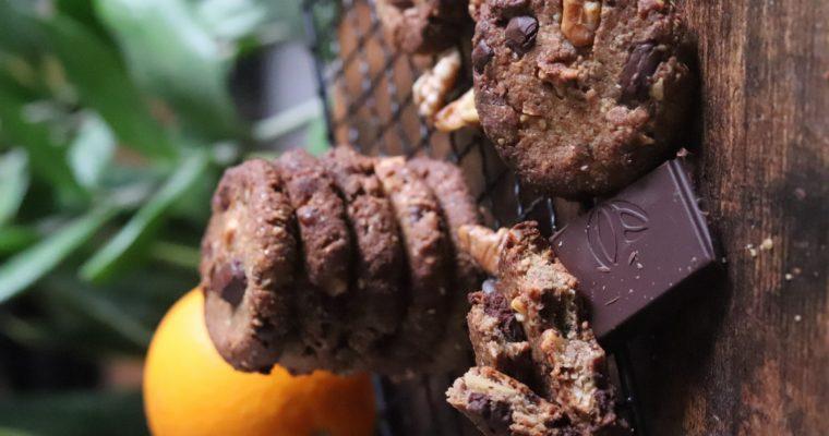 Cookies vegan et sans gluten : sarrasin, noisette, noix, éclats de chocolat noir et orange