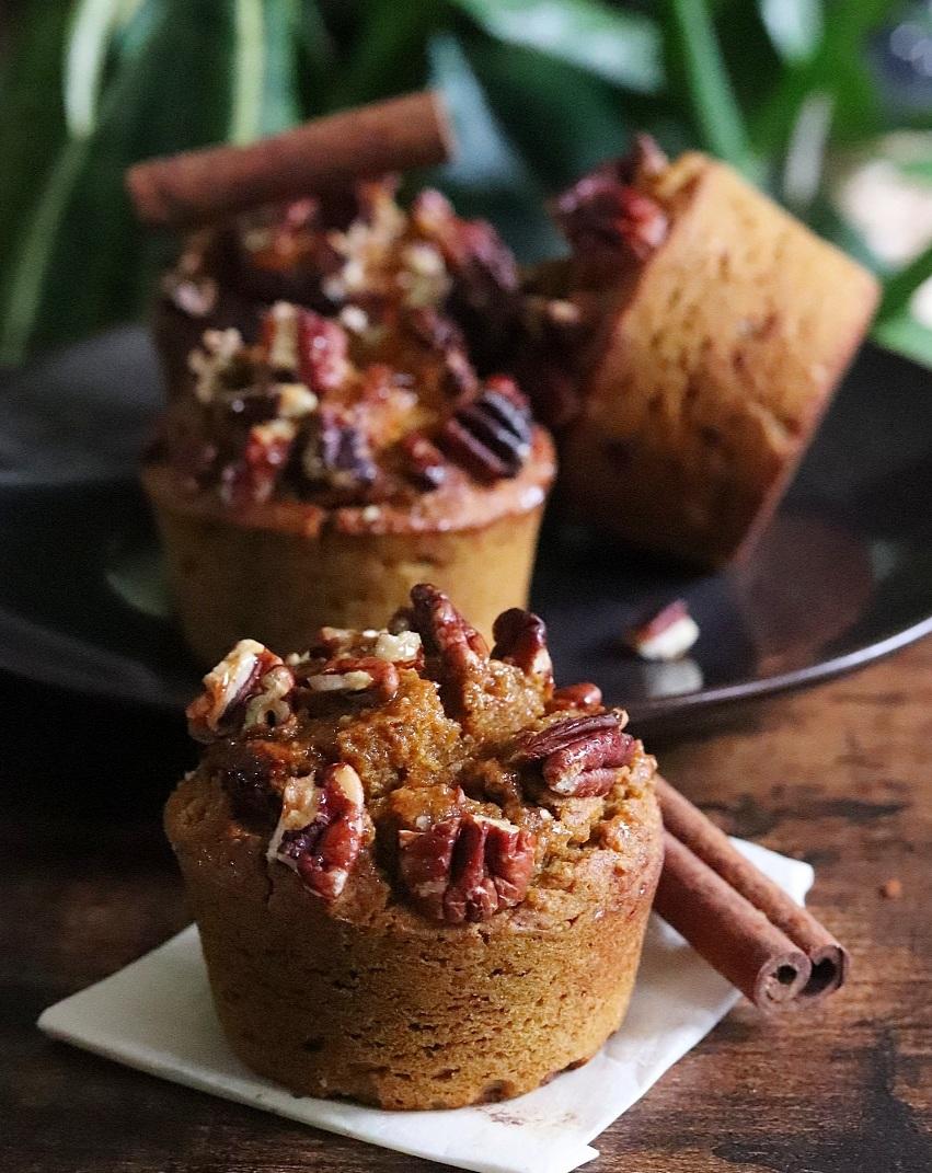 Pumpkin spice muffins sans gluten, sans matières grasses ajoutées ni sucres raffinés (muffins au potiron et aux épices)
