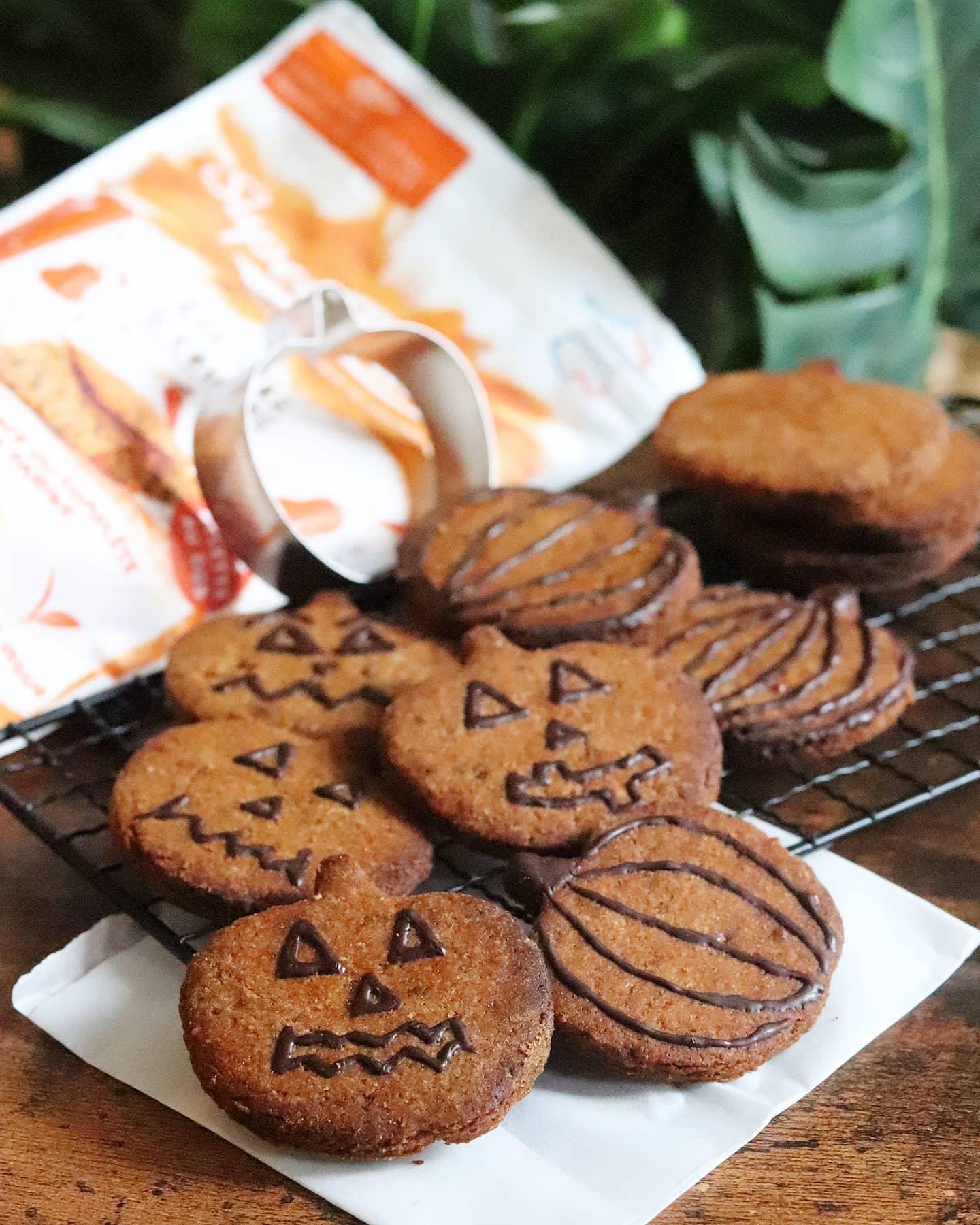 Sablés d'halloween courge, carotte et cannelle, vegan, sans beurre (farine Greendoz)