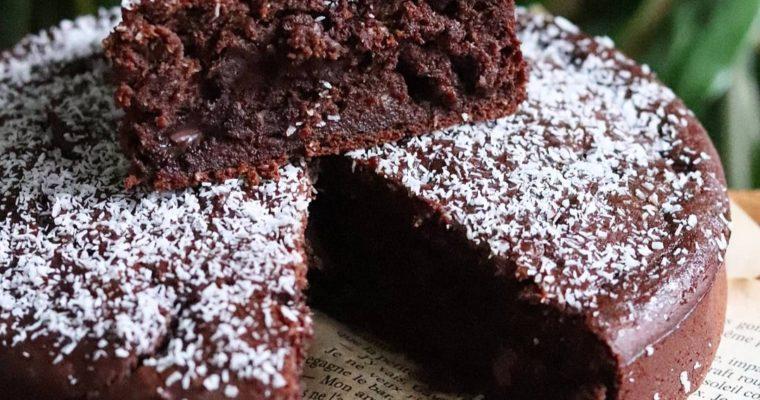 Gâteau moelleux chocolat, banane, coco. Vegan, sans gluten et peu sucré