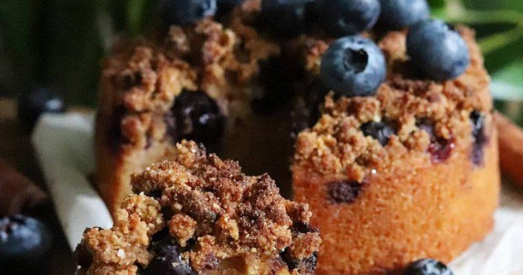 Gâteau crumble myrtilles et cannelle. Vegan, sans gluten, sans MG ajoutées